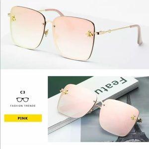 boutique Accessories - ♡ Bee Oversized ♡ Sunglasses